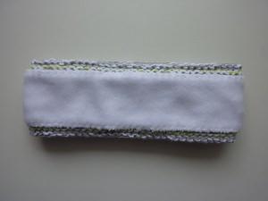 gefüttertes Stirnband in hellgrau, weiß und hellgrün aus Baumwolle handgestrickt