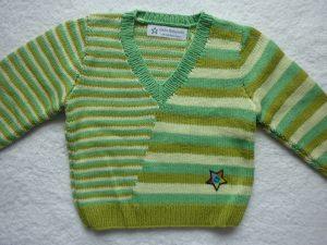 Kinderpullover Gr. 86/92 grün gestreift aus Baumwolle handgestrickt