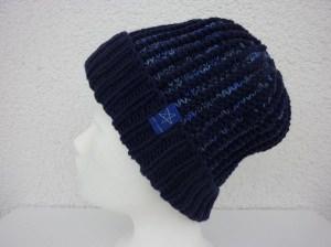 Strickmütze mit Umschlag Blau aus Schurwolle handgestrickt