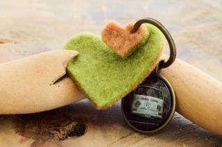 Bulli VW Bus Schlüsselanhänger Cabochon und Anhänger aus Filz mit Herz handmade