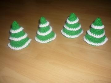 4 gehäkelte Eierwärmer – Weihnachtsbaum - tolle Tischdeko - Handarbeit kaufen