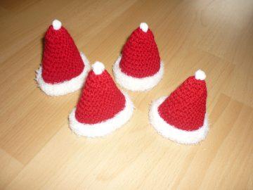 4 gehäkelte Eierwärmer – Weihnachtsmannmütze - tolle Tischdeko - Handarbeit kaufen