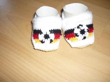 Gehäkelte Babyschühchen - Fußball - Fußlänge ca. 8,5cm - Handarbeit kaufen