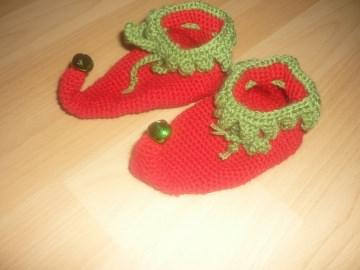 Gehäkelte Babyschuhe - Weihnachtself - Fußlänge ca. 9,5cm  - Handarbeit kaufen