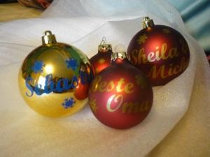 Personalisierte Glas-Weihnachtskugel mit Wunschname und Sternchen - Handarbeit kaufen