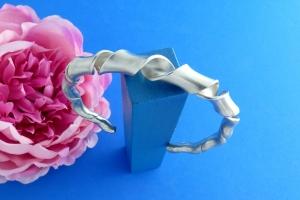 breiter offen gedrehter Sterlingsilber-Armreif handgearbeitet aus Argentium® kaufen - Handarbeit kaufen