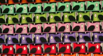✂  Patchworkstoff Meterware Born to sew Retro kleine bunte Nähmaschinen - Handarbeit kaufen