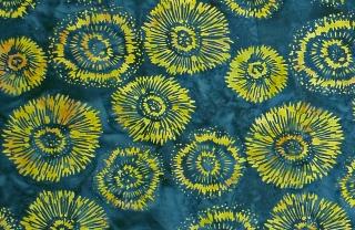 ✂ Patchworkstoff Meterware  wunderbarer blauer Batikstoff  mit Blumen (Restposten)  - Handarbeit kaufen