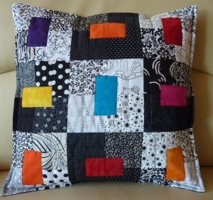 ♥ Kissenbezug in modernem Muster in schwarz-weiß - Handarbeit kaufen