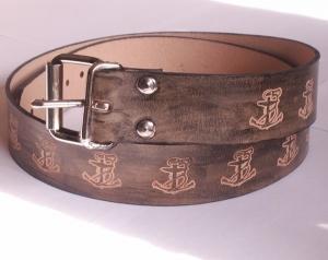 Schwarzer Ledergürtel mit einpunzierten Ankern, 4 cm Breite, 120 cm Länge