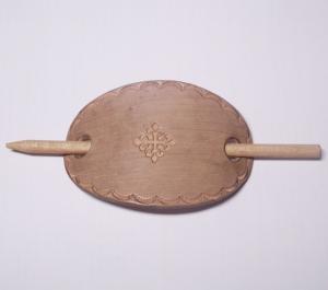 LEDER HAARSPANGE mit einpunziertem KELTISCHEM MOTIV und Rand oval