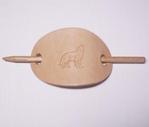 LEDER HAARSPANGE mit einpunziertem heulenden WOLF oval BEIGE