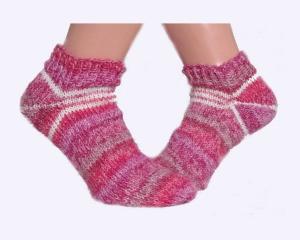 Handgestrickte Damen Sneaker Socken Gr. 37/38 in weiß, hellrosa, rosa und rosarot ♡ Verrückte Maschen