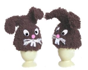 2 Eierwärmer flauschige Hasen Tischdekoration in braun gehäkelte Handarbeit von Verrückte Maschen