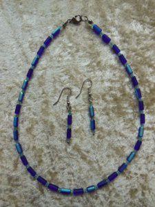 Kette und Ohrringe aus blauschimmerndem Perlmutt