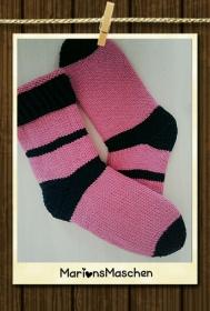 Handgestrickte Socken für jung und alt - zweifarbig