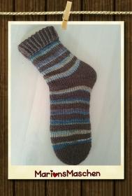 Handgestrickte Socken mit viel ❤ für jung und alt