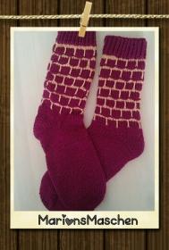 Mit ❤ handgestrickte Socken in violett