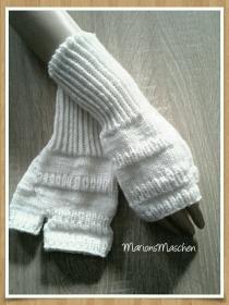Arm- und Handstulpen in weiß • handgestrickt mit ❤      - Handarbeit kaufen