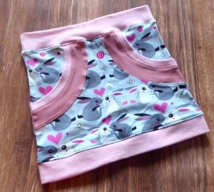 Kinderrock mit Taschen Gr. 104/110 - Kaninchen rosa/grau