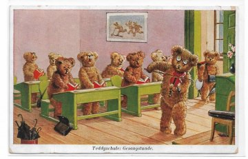 Alte Künstler Postkarte ★TEDDYSCHULE: GESANGSTUNDE ★ Teddybären sitzen auf Schulbänken und singen, 1934