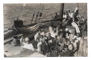 Alte Foto Postkarte  ★ SEGELFAHRT ★  viele Personen auf einem Segelboot, 1920er Jahre