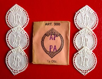 ★  AP/PA  MONOGRAMME ANTIK ★ 6 Stück weiße vintage Buchstaben Wäschezeichen zum Aufnähen