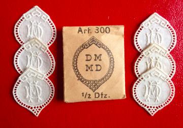 ★  DM/MD  MONOGRAMME ANTIK ★ 6 Stück gestickte weiße vintage Buchstaben Wäschezeichen zum Aufnähen