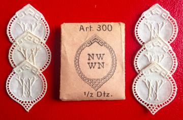 ★  NW/WM  MONOGRAMME ANTIK ★ 6 Stück gestickte weiße vintage Buchstaben Wäschezeichen zum Aufnähen