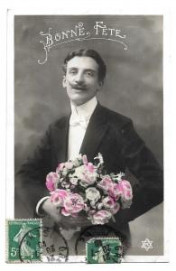 Alte  Foto Postkarte Glückwunsch  ★ BONNE FÊTE  ★  eleganter Mann mit Blumenstrauß, 1910