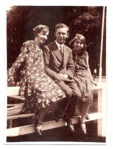 Alte Foto Postkarte  ★ ELEGANTE FAMILIE ★ schöne Frau mit Tochter und Sohn, 1920er Jahre