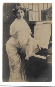Alte Foto Postkarte  ★ SCHÖNE KLAVIERSPIELERIN ★ 1905