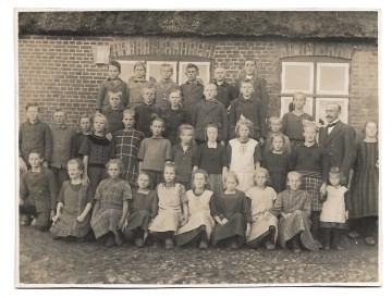 Altes Foto ★ SCHULKLASSE MIT LEHRER ★ Schüler - Gruppenfoto, 1924