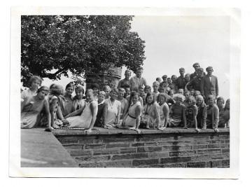 Altes Foto ★ SCHULAUSFLUG ★ Schüler auf Burg Hohenzollern, 1930er Jahre