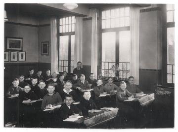 Altes Foto ★ SCHÜLER IM KLASSENZIMMER ★ Klassenfoto mit Lehrer , Witten 1925