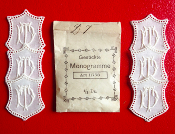 ★ DT/TD  MONOGRAMME ANTIK  ★ 6 Stück gestickte weiße vintage Buchstaben Wäschezeichen zum Aufnähen