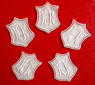 ★ EO/OE  MONOGRAMME ANTIK  ★ 5 Stück gestickte weiße vintage Buchstaben Wäschezeichen zum Aufnähen