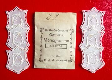 ★ DZ/ZD  MONOGRAMME ANTIK  ★ 6 Stück gestickte weiße vintage Buchstaben Wäschezeichen zum Aufnähen