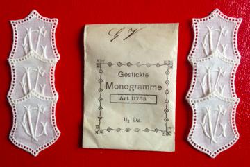 ★ GV/VG  MONOGRAMME ANTIK  ★ 6 Stück gestickte weiße vintage Buchstaben Wäschezeichen zum Aufnähen