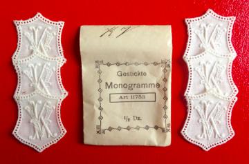 ★ KV/VK  MONOGRAMME ANTIK  ★ 6 Stück gestickte weiße vintage Buchstaben Wäschezeichen zum Aufnähen