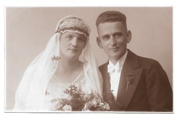 Alte Foto Postkarte ★ BRAUTPAAR ★  Bräutigam und Braut mit Schleier und Brautstrauß ★ Hochzeit 1920er Jahre