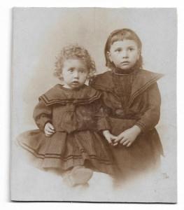 Antikes CDV Foto  ★SÜßE SCHWESTERN ★ 2 Mädchen um 1890