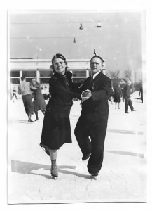 Altes Foto ★  SCHLITTSCHUHLÄUFER IM LINDE - STADION NÜRNBERG ★  1940er Jahre