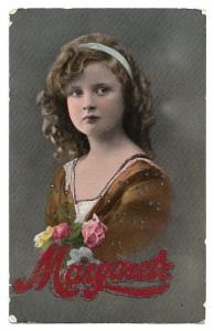 Alte Foto Postkarte  ★ DIE ERNSTE MARGARETE ★ hübsches Mädchen mit Blumen