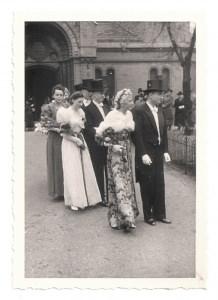 Altes Foto ★ ELEGANTE HOCHZEITSGÄSTE VOR DER KIRCHE ★  Hochzeit 30er Jahre