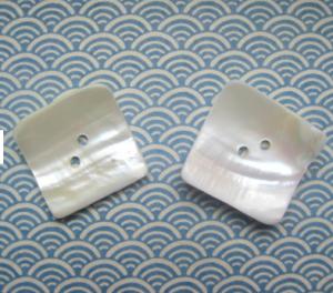 2 viereckige Vintage Perlmuttknöpfe Knöpfe weiß 32 x 32 mm