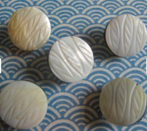 5 Perlmuttknöpfe Knöpfe Intarsien Blatt weiß 18 mm