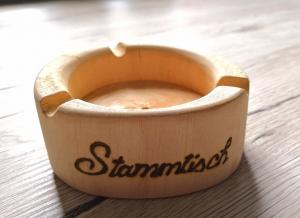 Aschenbecher aus Holz, Handgemacht und mit Wunschgravur!