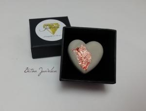 Valentinstags Geschenk, Brosche aus Beton Schmuck in Herzform