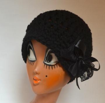 Vintage Häkelhut CLOCHE im französischen Stil mit Spitze und Satin  schwarz
